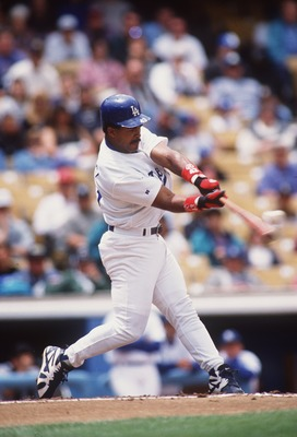 14 MAY 1995:  LOS ANGELES DODGERS OUTFIELDER RAUL MONDESI MAKES CONTACT WITH A PITCH DURING THE DODGERS 6-5 LOSS TO THE ST. LOUIS CARDINALS AT DODGER STADIUM IN LOS ANGELES, CALIFORNIA. Mandatory Credit: Stephen Dunn/ALLSPORT