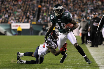 PHILADELPHIA, PA - DECEMBER 02:  Jeremy Maclin #18 of the Philadelphia Eagles looks to run for yards after the catch in the first quarter against Jason Allen #30 of the Houston Texans at Lincoln Financial Field on December 2, 2010 in Philadelphia, Pennsyl