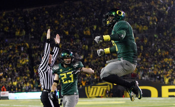 EUGENE, OR - NOVEMBER 26:  LaMichael James #21 of the Oregon Ducks celebrates a touchdown run against the Arizona Wildcats on November 26, 2010 at the Autzen Stadium in Eugene, Oregon.  (Photo by Jonathan Ferrey/Getty Images)