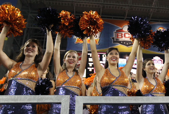 GLENDALE, AZ - JANUARY 10:  Auburn Tigers cheerleaders perform during the Tostitos BCS National Championship Game against the Oregon Ducks at University of Phoenix Stadium on January 10, 2011 in Glendale, Arizona.  (Photo by Christian Petersen/Getty Image