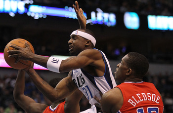 DALLAS, TX - JANUARY 25:  Guard Jason Terry #31 of the Dallas Mavericks takes a shot against Eric Bledsoe #12 of the Los Angeles Clippers at American Airlines Center on January 25, 2011 in Dallas, Texas.  NOTE TO USER: User expressly acknowledges and agre