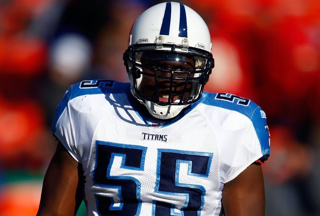 KANSAS CITY, MO - DECEMBER 16:  Linebacker Stephen Tulloch #55 of the Tennessee Titans in action during the game against the Kansas City Chiefs on December 16, 2007 at Arrowhead Stadium in Kansas City, Missouri.  (Photo by Jamie Squire/Getty Images)
