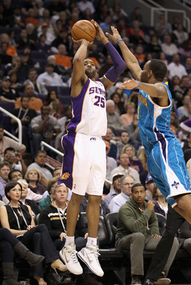 PHOENIX, AZ - JANUARY 30:  Vince Carter #25 of the Phoenix Suns attempts a three point shot over Marcus Thornton #5 of the New Orleans Hornets during the NBA game at US Airways Center on January 30, 2011 in Phoenix, Arizona. The Suns defeated the Hornets