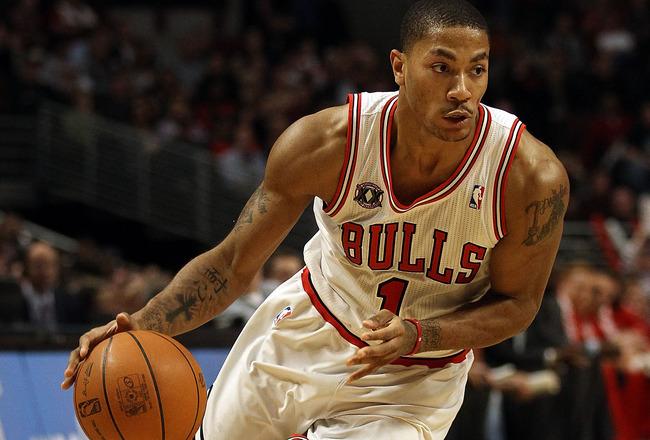 CHICAGO, IL - JANUARY 20: Derrick Rose #1 of the Chicago Bulls moves against the Dallas Mavericks at the United Center on January 20, 2011 in Chicago, Illinois. The Bulls defeated the Mavericks 82-77. NOTE TO USER: User expressly acknowledges and agrees t