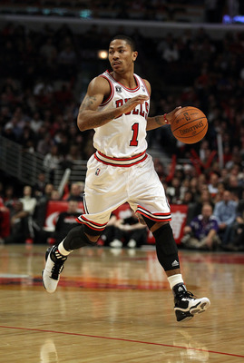CHICAGO, IL - JANUARY 28: Derrick Rose #1 of the Chicago Bulls looks over the offense against the Orlando Magic at the United Center on January 28, 2011 in Chicago, Illinois. The Bulls defeated the Magic 99-90. NOTE TO USER: User expressly acknowledges an