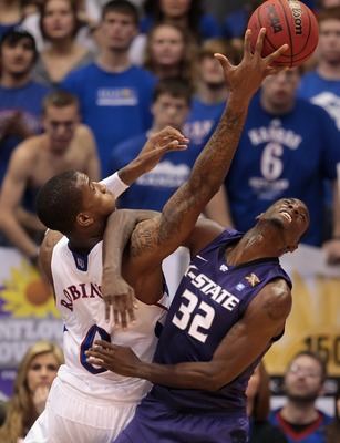 LAWRENCE, KS - JANUARY 29:  Jamar Samuels #32 of the Kansas State Wildcats battles Thomas Robinson #0 of the Kansas Jayhawks for a loose ball during the game on January 29, 2011 at Allen Fieldhouse in Lawrence, Kansas.  (Photo by Jamie Squire/Getty Images