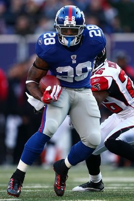 EAST RUTHERFORD, NJ - NOVEMBER 22: Danny Ware #28 of the New York Giants makes a break against the San Diego Chargers on November 8, 2009 at Giants Stadium in East Rutherford, New Jersey.  (Photo by Chris McGrath/Getty Images)