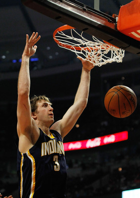 CHICAGO - FEBRUARY 24:  Troy Murphy #3 of the Indiana Pacers dunks the ball against the Chicago Bulls at the United Center on February 24, 2010 in Chicago, Illinois. NOTE TO USER: User expressly acknowledges and agrees that, by downloading and/or using th