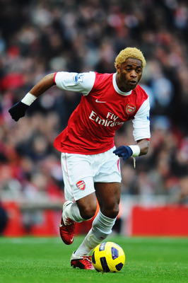 LONDON, UNITED KINGDOM - JANUARY 22:  Alex Song of Arsenal runs with the ball during the Barclays Premier League match between Arsenal and Wigan Athletic at the Emirates Stadium on January 22, 2011 in London, England.  (Photo by Mike Hewitt/Getty Images)