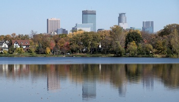 Minneapolis_and_lake_of_the_isles_7_display_image
