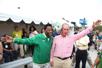 NEW YORK - AUGUST 01:  Soccer Legend Pele (L) and New York City Mayor Michael Bloomberg announces the return of The New York Cosmos at Flushing Meadows Corona Park on August 1, 2010 in New York City.  (Photo by Neilson Barnard/Getty Images for the New Yor