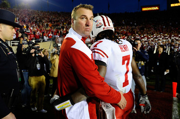 PASADENA, CA - JANUARY 01:  Head coach Bret Bielema and defensive back Aaron Henry #7 of the Wisconsin Badgers walks off the field after losing 21-19 to the TCU Horned Frogs in the 97th Rose Bowl game on January 1, 2011 in Pasadena, California.  (Photo by