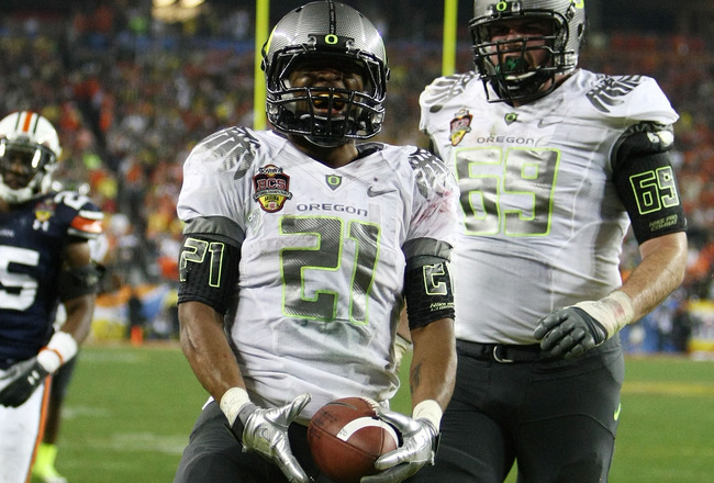GLENDALE, AZ - JANUARY 10:  LaMichael James #21 and Bo Thran #69 of the Oregon Ducks react to a play againt the Auburn Tigers during the Tostitos BCS National Championship Game at University of Phoenix Stadium on January 10, 2011 in Glendale, Arizona.  (P