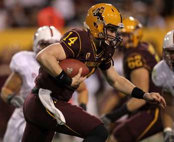 TEMPE, AZ - NOVEMBER 13:  Quarterback Steven Threet #14 of the Arizona State Sun Devils runs the ball against the Stanford Cardinal at Sun Devil Stadium on November 13, 2010 in Tempe, Arizona.  (Photo by Stephen Dunn/Getty Images)