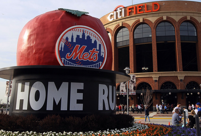 NEW YORK - APRIL 07:  The home run apple is seen before the New York Mets play the Florida Marlins on April 7, 2010 at Citi Field in the Flushing neighborhood of the Queens borough of New York City.  (Photo by Jim McIsaac/Getty Images)