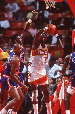 1990:  Center Moses Malone of the Atlanta Hawks controls the basketball during the Hawks versus New York Knicks game. Mandatory Credit: Allsport USA/ALLSPORT