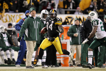 PITTSBURGH, PA - JANUARY 23:  Rashard Mendenhall #34 of the Pittsburgh Steelers runs down field against Darrelle Revis #24 of the New York Jets during the 2011 AFC Championship game at Heinz Field on January 23, 2011 in Pittsburgh, Pennsylvania.  (Photo b