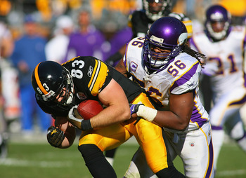 PITTSBURGH - OCTOBER 25:  Heath Miller #83 of the Pittsburgh Steelers is tackled by EJ Henderson #56 of the Minnesota Vikings at Heinz Field on October 25, 2009 in Pittsburgh, Pennsylvania. Pittsburgh won 27-17.  (Photo by Rick Stewart/Getty Images)
