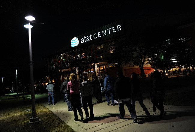 SAN ANTONIO - JANUARY 31:  NBA fans walk to the AT&amp;T Center before a game between the New Orleans Hornets and the San Antonio Spurs on January 31, 2009 at AT&amp;T Center in San Antonio, Texas.  NOTE TO USER: User expressly acknowledges and agrees that, by do