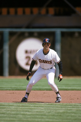 SAN FRANCISCO - 1989:  Will Clark #22 of the San Francisco Giants leads off base during a 1989 season game at Candlestick Park in San Francisco, California. (Photo by Otto Greule Jr/Getty Images)