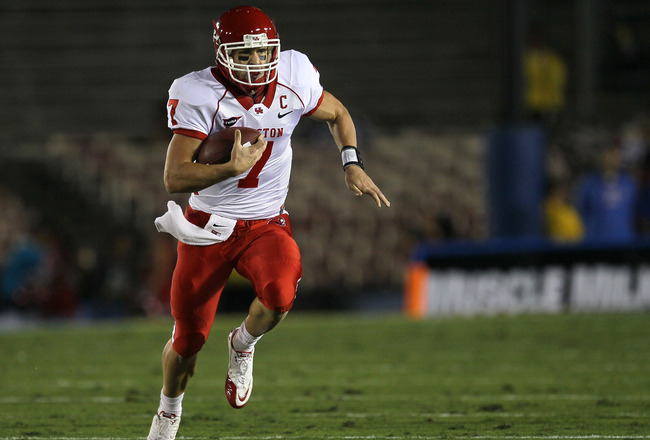 PASADENA, CA - SEPTEMBER 18:  Quarterback Case Keenum #7 of the Houston Cougars scrambles for 45 yards against the UCLA Bruins in the second quarter at the Rose Bowl on September 18, 2010 in Pasadena, California.  (Photo by Stephen Dunn/Getty Images)