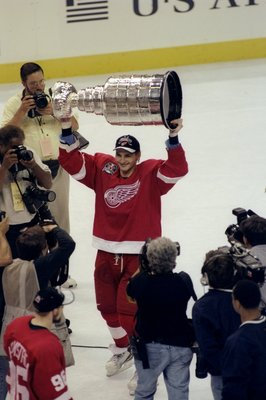 16 Jun 1998:  Sergei Fedorov #91 of the Detroit Red Wings holds up the Stanley Cup during the Stanley Cup Finals game against the Washington Capitals at the MCI Center in Washington, D. C.. The Red Wings defeated the Capitals 4-1. Mandatory Credit: Craig