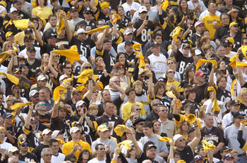 PITTSBURGH, PA - SEPTEMBER 24:  Pittsburgh Steeler fans cheer on their team during the NFL game against the Cincinnati Bengals on September 24, 2006 at Heinz Field in Pittsburgh, Pennsylvania. The Bengals won the game 28-20.  (Photo by Greg Fiume/Getty Im