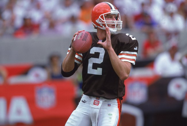 8 Oct 2000:  Tim Couch #2 of the Cleveland Browns passes the ball during the game against the Arizona Cardinals at the Sun Devil Stadium in Phoenix, Arizona.  The Cardinals defeated the Browns 29-21.Mandatory Credit: Donald Miralle  /Allsport