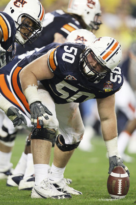 GLENDALE, AZ - JANUARY 10:  Ryan Pugh #50 of the Auburn Tigers prepares to snap the ball against the Oregon Ducks during the Tostitos BCS National Championship Game at University of Phoenix Stadium on January 10, 2011 in Glendale, Arizona.  (Photo by Chri