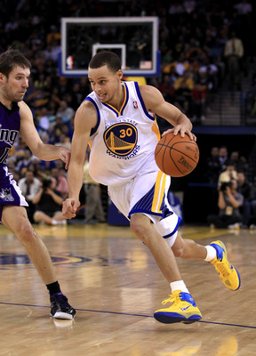 OAKLAND, CA - JANUARY 21:  Stephen Curry #30 of the Golden State Warriors drives to the basket during their game against the Sacramento Kings at Oracle Arena on January 21, 2011 in Oakland, California. NOTE TO USER: User expressly acknowledges and agrees