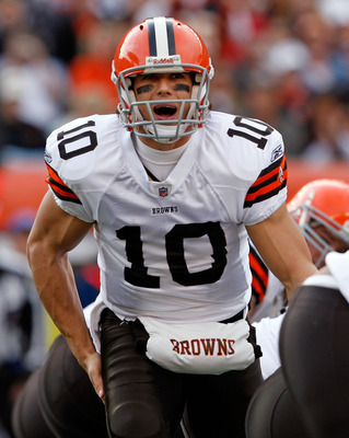 CINCINNATI - NOVEMBER 29:  Brady Quinn #10 of  the Cleveland Browns gives instructions to his team during the NFL game against the Cincinnati Bengals at Paul Brown Stadium on November 29, 2009 in Cincinnati, Ohio.  (Photo by Andy Lyons/Getty Images)