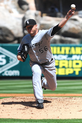 ANAHEIM, CA - SEPTEMBER 13: Mark Buehrle #56 of the Chicago White Sox pitches against the Los Angeles Angels of Aneheim at Angel Stadium on September 13, 2009 in Anaheim, California.  (Photo by Jacob de Golish/Getty Images)