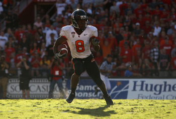 TUCSON, AZ - OCTOBER 09:  Wide receiver James Rodgers #8 of the Oregon State Beavers runs with the football during the college football game against the Arizona Wildcats at Arizona Stadium on October 9, 2010 in Tucson, Arizona. The Beavers defeated the Wi