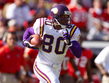 28 Oct 2001:  Cris Carter of the Minnesota Vikings carries the ball against the Tampa Bay Buccaneers during the game at Raymond James Stadium in Tampa, Florida. The Buccaneers won 41-14. DIGITAL IMAGE. Mandatory Credit: Andy Lyons/Allsport