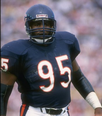 10 Sep 1989: Defensive lineman Richard Dent of the Chicago Bears looks on during a game against the Cincinnati Bengals at Riverfront Stadium in Cincinnati, Ohio. The Bears won the game, 17-14.