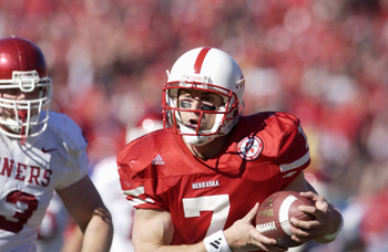 27 Oct 2001 : Eric Crouch of Nebraska in action during the game against Oklahoma at Memorial Stadium in Lincoln, Nebraska. The Nebraska Cornhuskers won 20-10. DIGITAL IMAGE. Mandatory Credit: Elsa/Allsport