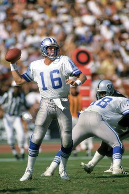 LOS ANGELES, CA - SEPTEMBER 20:  Quarterback Chuck Long of the Detroit Lions passes against the Los Angeles Raiders during a game at the Los Angeles Memorial Coliseum on September 20, 1987 in Los Angeles, California.  The Raiders won 27-7  (Photo by Georg