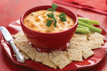 Easy_cheesy_buffalo_chicken_dip_display_image