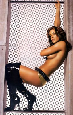 15ashleymassaro_display_image