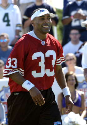 San Francisco 49ers running back Roger Craig  competes  in a flag-football legends  game during 2005 Pro Bowl week in Ko Olina, Honolulu February 11, 2005.  (Photo by Al Messerschmidt/Getty Images)