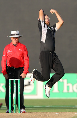 NAPIER, NEW ZEALAND - FEBRUARY 01:  Captain of New Zealand Daniel Vettori bowls during game four of the One Day International Series between New Zealand and Pakistan at McLean Park on February 1, 2011 in Napier, New Zealand.  (Photo by Marty Melville/Gett