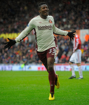 STOKE ON TRENT, ENGLAND - FEBRUARY 05:  Asamoah Gyan of Sunderland celebrates scoring to make it 2-1 during the Barclays Premier League match between Stoke City and Sunderland at the Britannia Stadium on February 5, 2011 in Stoke on Trent, England.  (Phot
