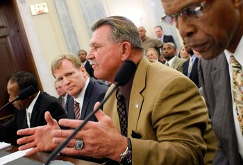 WASHINGTON - SEPTEMBER 18:  Pro Football Hall of Fame player and coach Mike Ditka (2nd R) testifes during a hearing of the Senate Commerce, Science and Transportation Committee with (L-R) NFL Players Association Executive Director Gene Upshaw, NFL Commiss