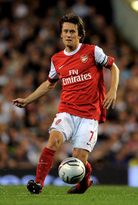 LONDON, ENGLAND - SEPTEMBER 21:  Tomas Rosicky of Arsenal passes the ball during the Carling Cup third round match between Tottenham Hotspur and Arsenal at White Hart Lane on September 21, 2010 in London, England.  (Photo by Michael Regan/Getty Images)