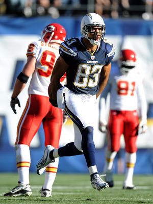 SAN DIEGO, CA - DECEMBER 12:  Vincent Jackson #83 of the San Diego Chargers celebrates a catch for a first down against the Kansas City Chiefs during the first quarter at Qualcomm Stadium on December 12, 2010 in San Diego, California.  (Photo by Harry How