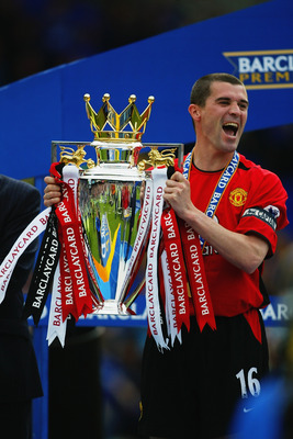 LIVERPOOL - MAY 11:  Roy Keane of Manchester United lifts the trophy up after the FA Barclaycard Premiership match between Everton and Manchester United held on May 11, 2003 at Goodison Park, in Liverpool, England. Manchester United won the match 2-1. (Ph