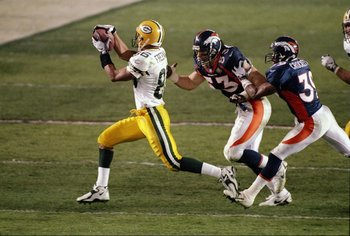 25 Jan 1998:  Wide receiver Antonio Freeman #86 of the Green Bay Packers catches a pass on Bill Romanowski #53 and Ray Crockett #39 of the Denver Broncos during Super Bowl  XXXII at Qualcomm Stadium in San Diego, California.  The Denver Broncos defeated t