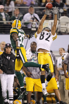 ARLINGTON, TX - FEBRUARY 06:  Antwaan Randle El #82 of the Pittsburgh Steelers attempts to catch a pass over Sam Shields #37 of the Green Bay Packers during the second quarter of the Super Bowl XLV at Cowboys Stadium on February 6, 2011 in Arlington, Texa