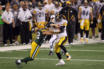 ARLINGTON, TX - FEBRUARY 06: Ben Roethlisberger #7 of the Pittsburgh Steelers runs the ball against Clay Matthews #52 of the Green Bay Packers during Super Bowl XLV at Cowboys Stadium on February 6, 2011 in Arlington, Texas.  (Photo by Mike Ehrmann/Getty