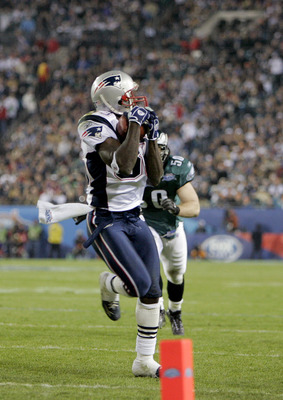 JACKSONVILLE, FL - FEBRUARY 06:  Wide receiver Deion Branch #83 of the New England Patriots makes a 21-yard catch against the Philadelphia Eagles in the third quarter during Super Bowl XXXIX at Alltel Stadium on February 6, 2005 in Jacksonville, Florida.